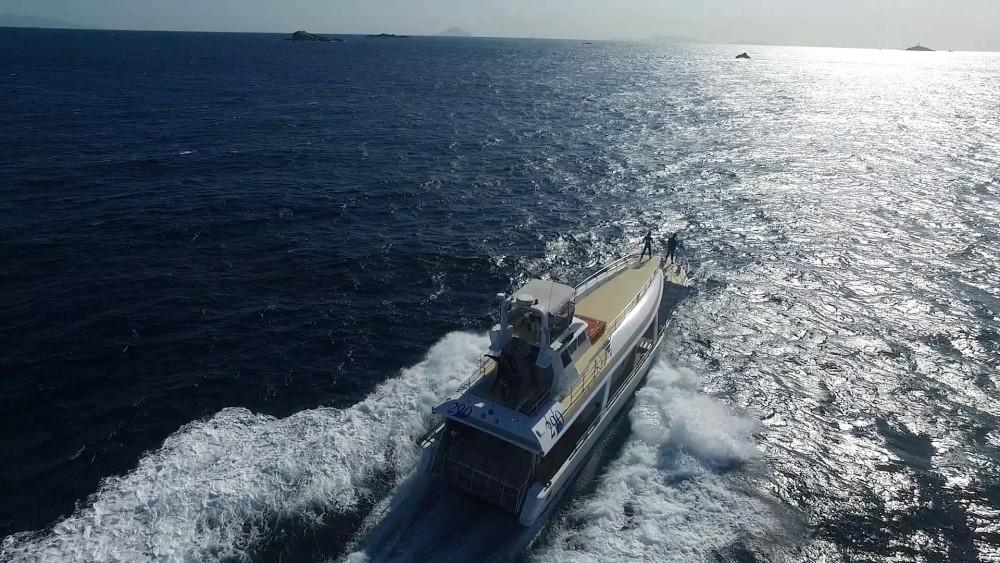 ダイビング船の紹介
